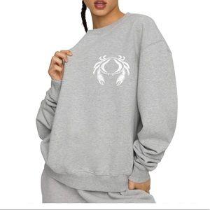 Good American Cotton Zodiac Boyfriend Sweatshirt CANCER Gray Size: 5 (2X)